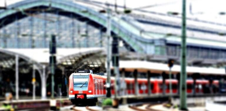 Treni, verso i posti dimezzati anche sui regionali