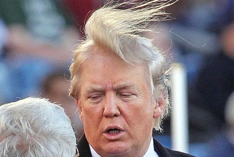Lo shampoo di Trump: «Per capelli perfetti serve più acqua», il governo aumenta la pressione dei rubinetti