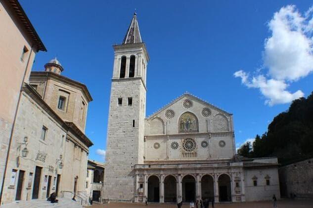 Rubata l'ampolla con il sangue di Giovanni Paolo II dal Duomo di Spoleto
