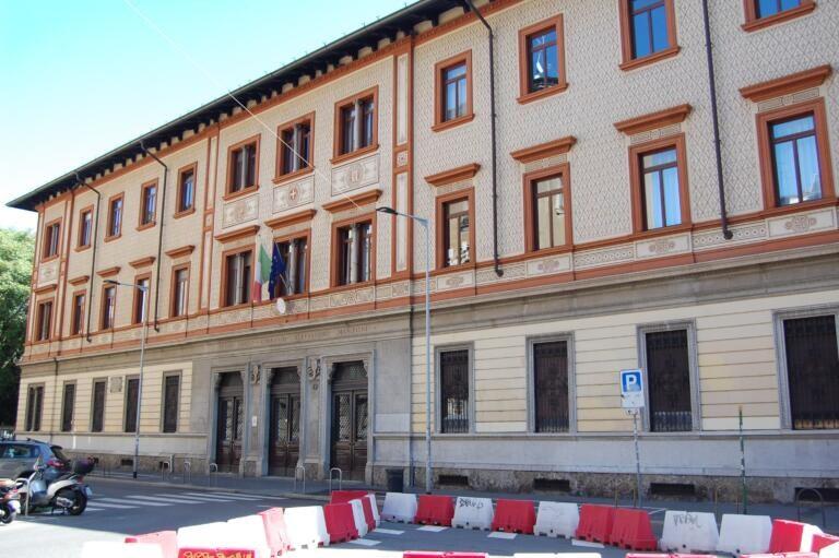 L'«inclusività» al liceo Manzoni che ammetterà solo chi ha voti alti, con precedenza a chi vive in zona 1 a Milano