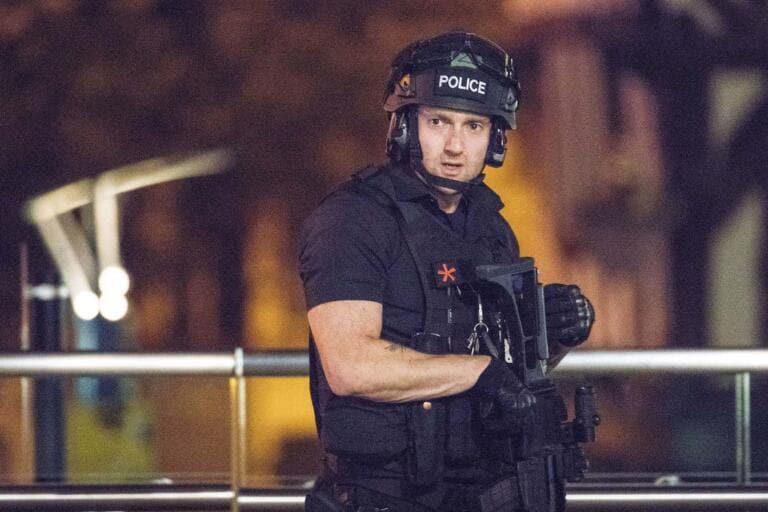 Terrorismo, arrestato 22enne per propaganda suprematista: incitava a violenza su donne