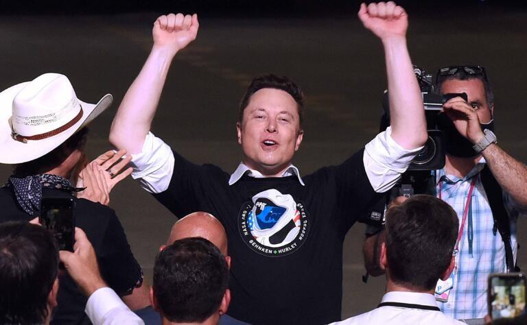 Buongiornissimo Elon: Musk scopre che i bitcoin inquinano e non li accetta più per Tesla