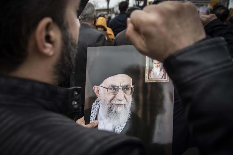 Twitter ha bloccato un account falso legato a Khamenei che ha minacciato Trump