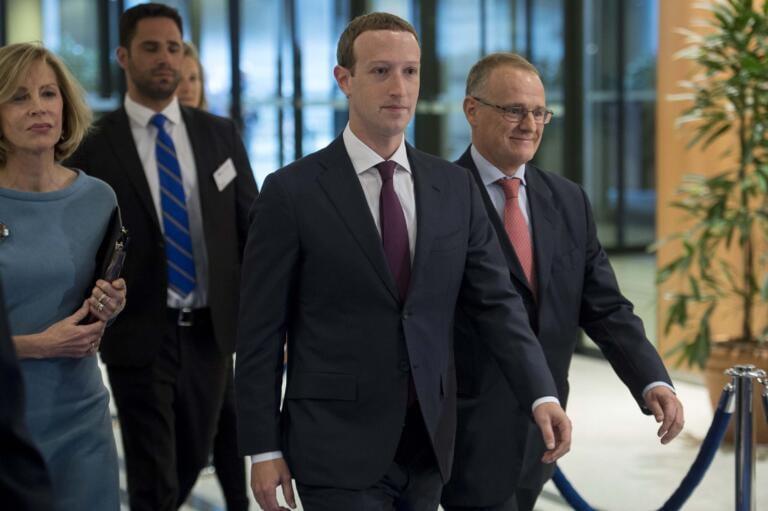 Zuckerberg dice basta ai suggerimenti che Facebook fa alle pagine politiche