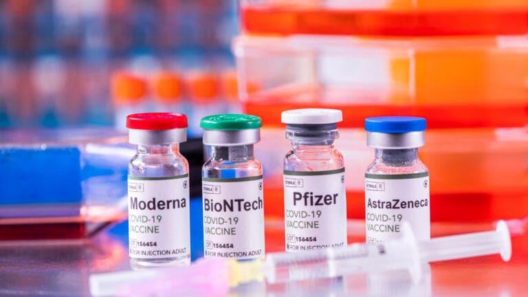 Vaccini anti   Covid, Figliuolo: da lunedì via alle prenotazioni per gli over 50