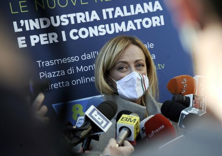 Giorgia Meloni scambia la disinformazione per «un servizio sarcastico» e parla di censura