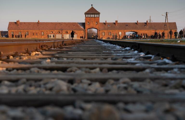 """""""Barzelletta"""" sulla Shoah al posto di una recensione su Auschwitz: TripAdvisor si scusa"""