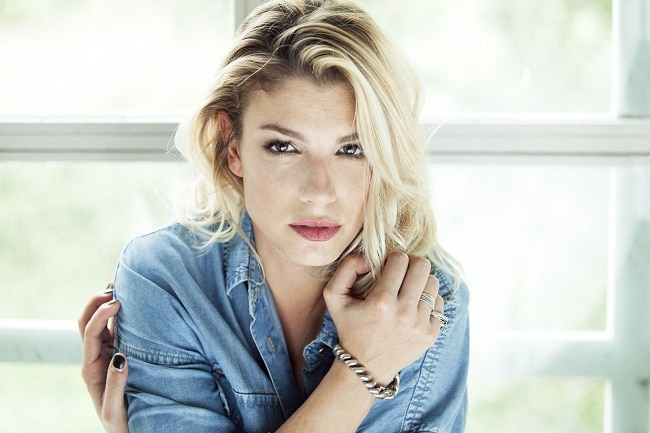 Emma Marrone ci dà un taglio  nuovo look 54eeb6594c12