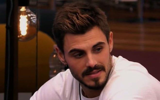 Grande Fratello Vip, scatta il bacio tra Francesco Monte e Martina