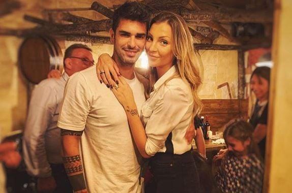 fe1cfdc7e6 Christmas in Love': la storia di Tara Gabrieletto e Cristian ...