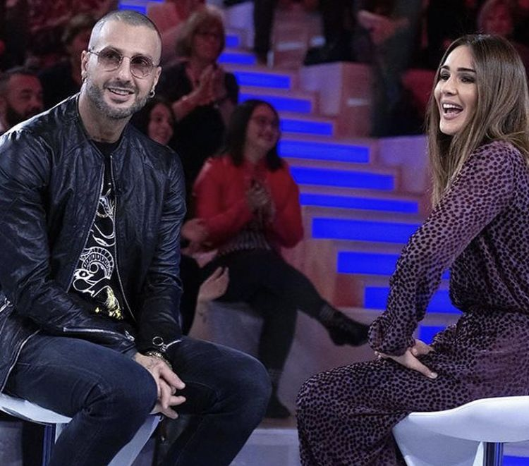 Fabrizio Corona è fidanzato, la rivelazione in diretta a Verissimo: è Belen?