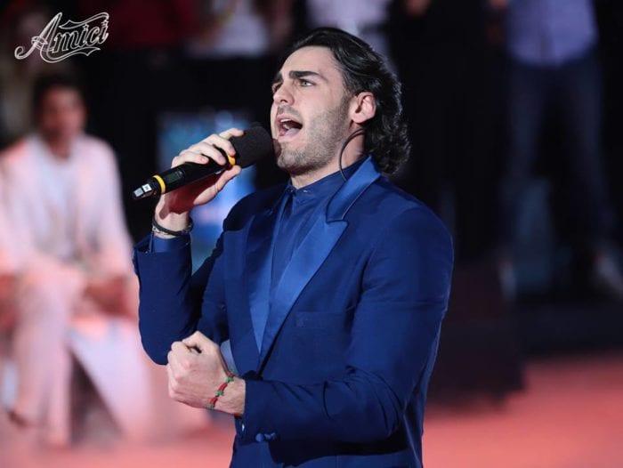 Alberto Urso criticato da Radio 105, la radio partner di Amici