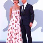 Benedict Cumberbatch con la compagna Sophie Hunter in Emilia Wickstead