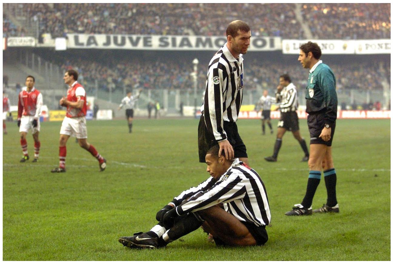 Thierry HENRY et Zinedine ZIDANE - Juventus de Turin 1999
