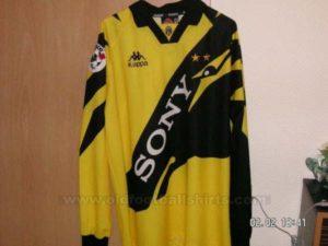 juventus-goalkeeper-football-shirt-1996-1997-s_5610_1