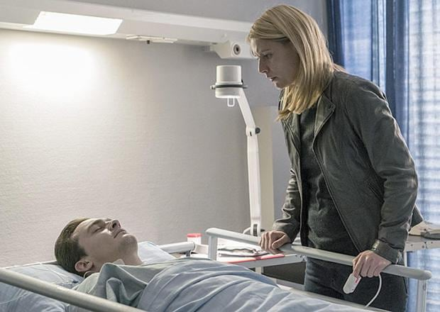 Rupert Friend as Peter Quinn and Claire Danes as Carrie Mathison in Homeland (Season 5, Episode 12). - Photo: Stephan Rabold/SHOWTIME - Photo ID: Homeland_512_4943.R