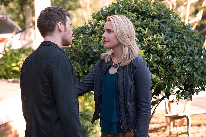 "The Originals -- ""Gonna Set Your Flag on Fire"" -- Image Number: OR210b_0101.jpg -- Pictured (L-R): Joseph Morgan as Klaus and Leah Pipes as Cammie -- Photo: Bob Mahoney/The CW -- © 2015 The CW Network, LLC. All rights reserved."