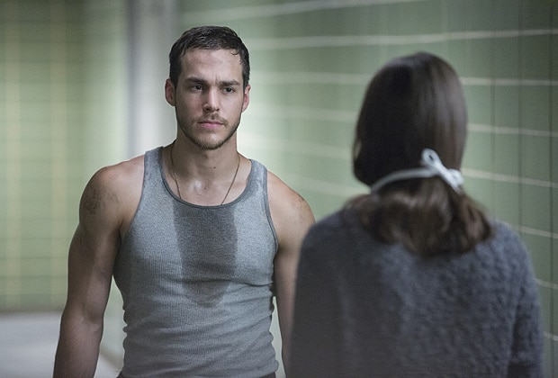 """Containment -- """"Like a Sheep Among Wolves"""" -- Image Number: CON105c_0260.jpg -- Pictured (L-R): Chris Wood as Jake and Kristen Gutoskie as Katie -- Photo: Bob Mahoney/The CW -- © 2016 The CW Network, LLC. All rights reserved."""