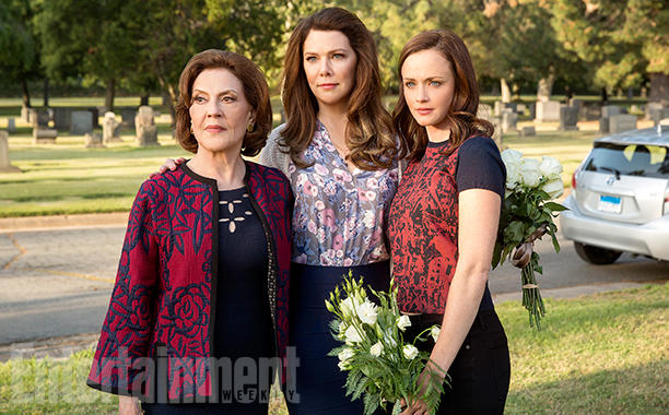 Gilmore Girls: A Year In The Life Season 1 Air Date 11/25/16 Pictured: Kelly Bishop, Lauren Graham, Alexis Bledel