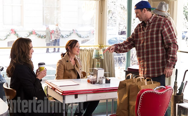 Gilmore Girls: A Year In The Life Season 1 Air Date 11/25/16 Pictured: Alexis Bledel, Lauren Graham, Scott Patterson