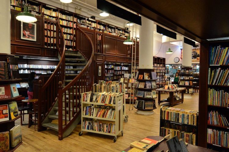beautiful-book-cafes-in-delhi