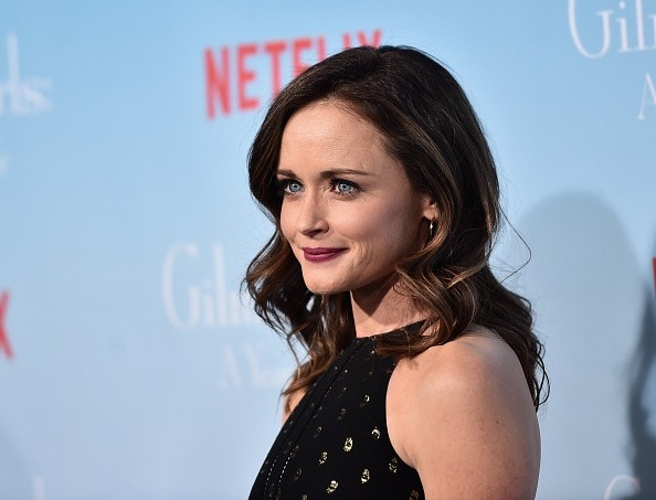 alexis-bledel-attends-the-premiere-of-netflixs-gilmore-girls-a-year-in-the-life-at-the-regency-bruin-theatre-on-november-18-2016-in-los-angeles-california