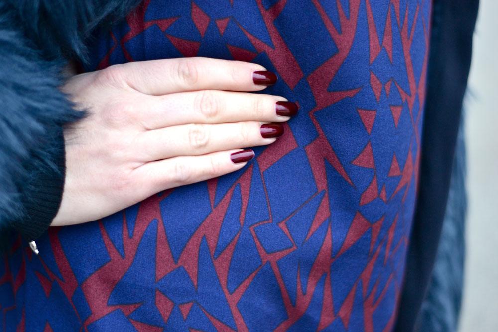 Vestito blu smalto rosso