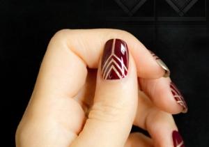 nail-art-con-smalto-bordeaux