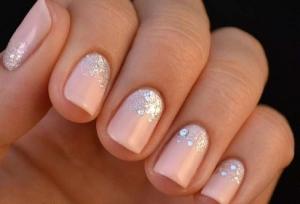 glitter-argento-su-base-smalto-rosa-perlato
