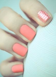 Nail-art-rosa-corallo-per-la-primavera-estate-2013