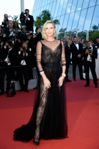 CANNES, FRANCE - MAY 23: Charlize Theron attends the 70th Anniversary of the 70th annual Cannes Film Festival at Palais des Festivals on May 23, 2017 in Cannes, France. (Photo by Antony Jones/Getty Images)