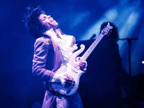 INGLEWOOD, CA - FEBRUARY 19: Prince performs live at the Fabulous Forum on February 19, 1985 in Inglewood, California. (Photo by Michael Ochs Archives/Getty Images) Prince Live In LA      Prince_672.jpg Michael Ochs Archives Stringer