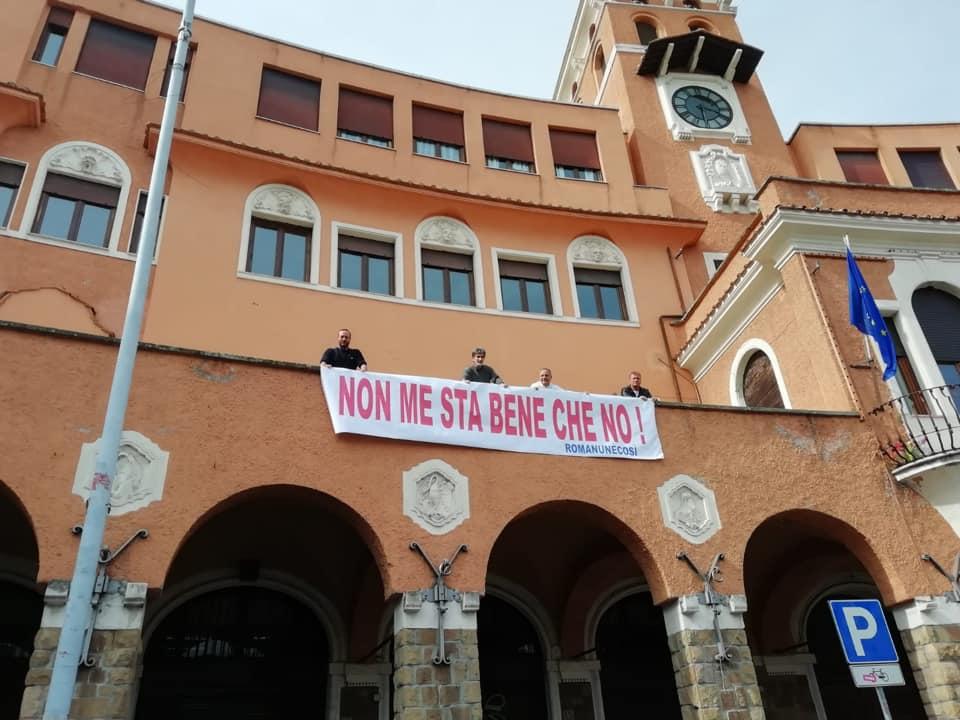 municipio III striscione simone
