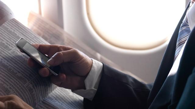 8087_benarkah_airplane_mode_pada_ponsel_dapat_digunakan_saat_di_pesawat