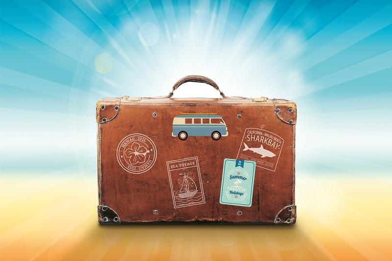 Volare senza bagagli ecco quando spedire la valigia con il corriere diventa conveniente.