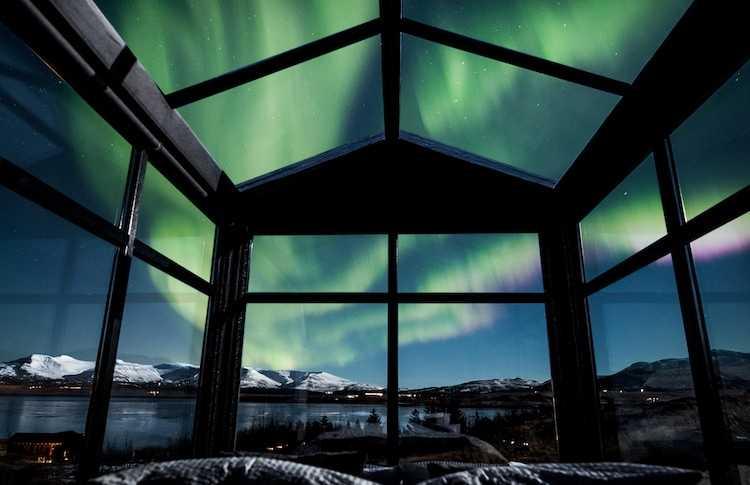 Oltre Il Soffitto Di Vetro : In islanda esiste un hotel con le pareti trasparenti per vedere l