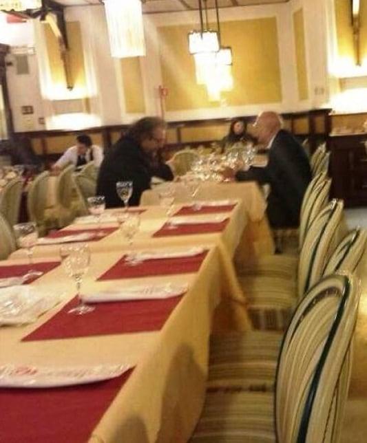 La foto pubblicata da Dagospia con Michele Giarrusso e Giorgio Napolitano