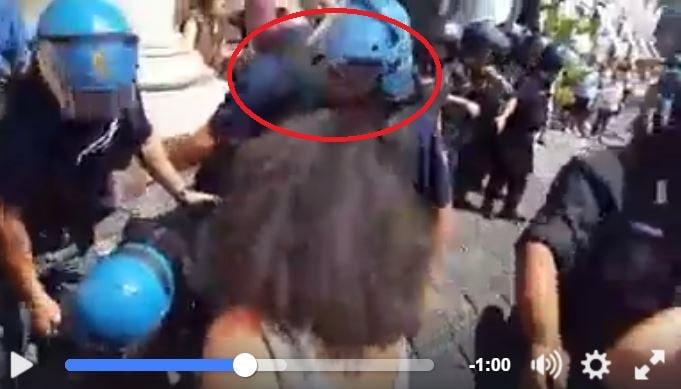 video schiaffi manifestazione insegnanti napoli