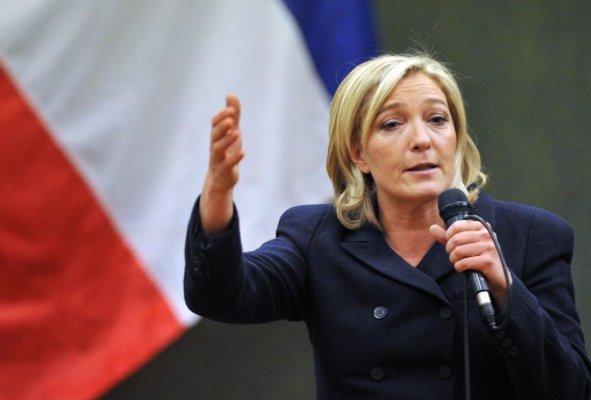 marine le pen 300 mila euro parlamento europeo