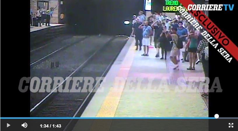 video donna trascinata metro macchinista 6