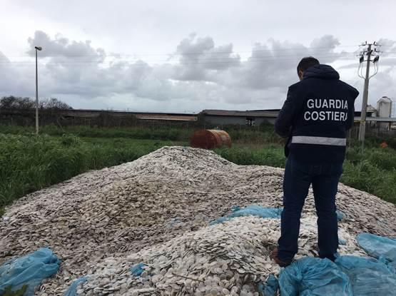 dischetti plastica misteriosi guardia costiera depuratore sele - 1