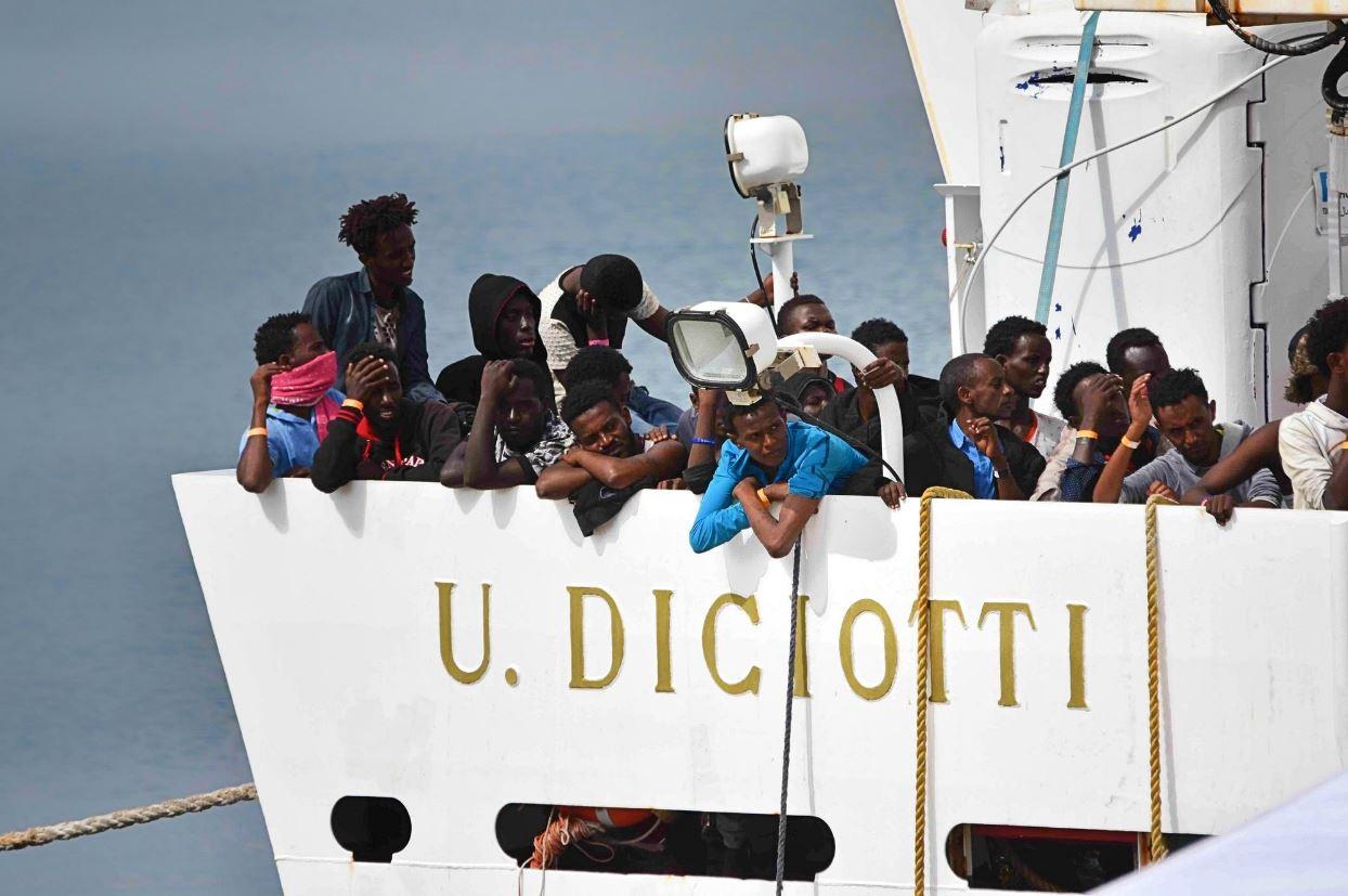 diciotti vos thalassa migranti trapani sbarco salvini - 1