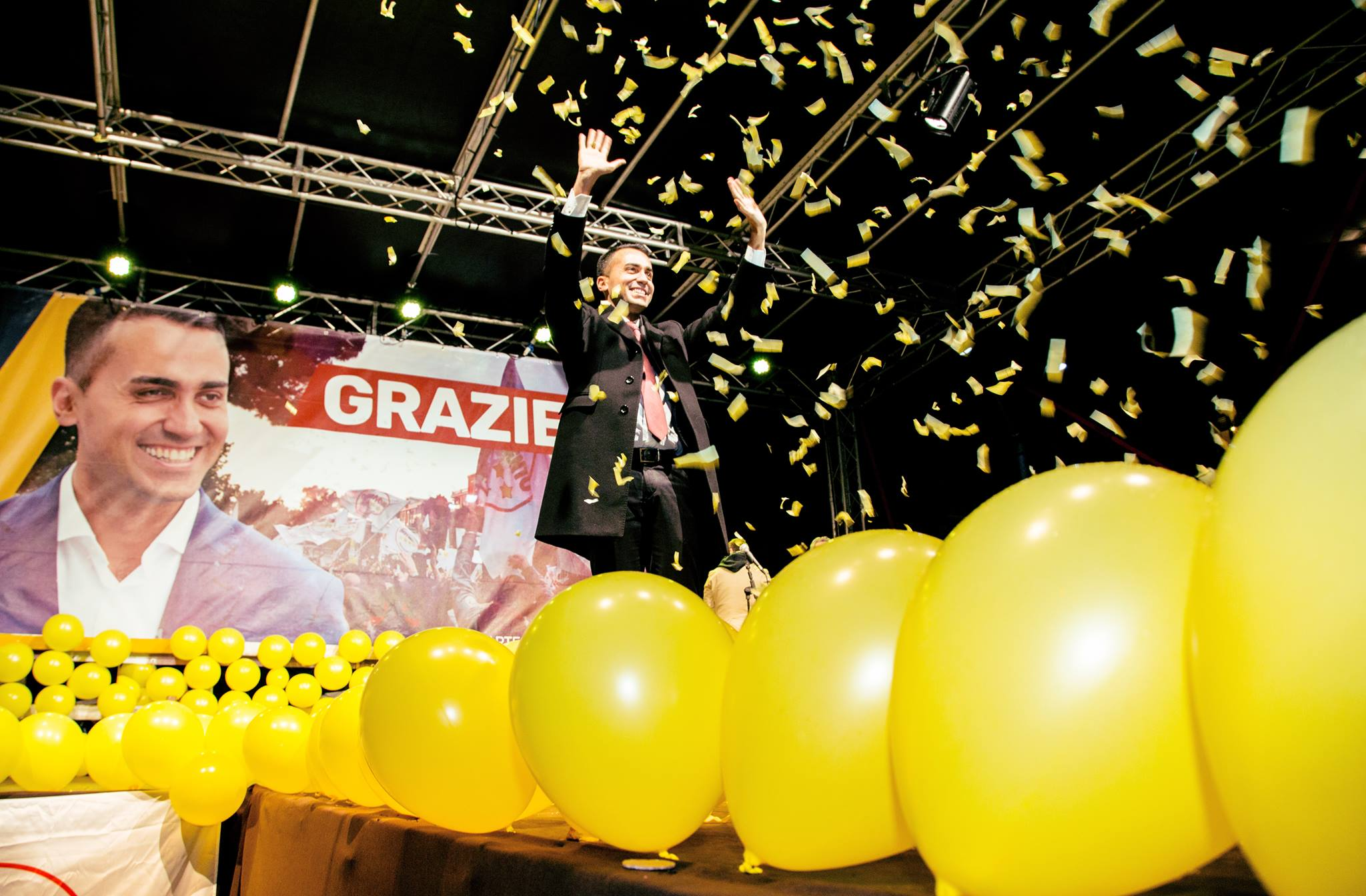 Ma cosa ha da festeggiare in discoteca il M5S dopo Corinaldo, Strasburgo e lo spread?