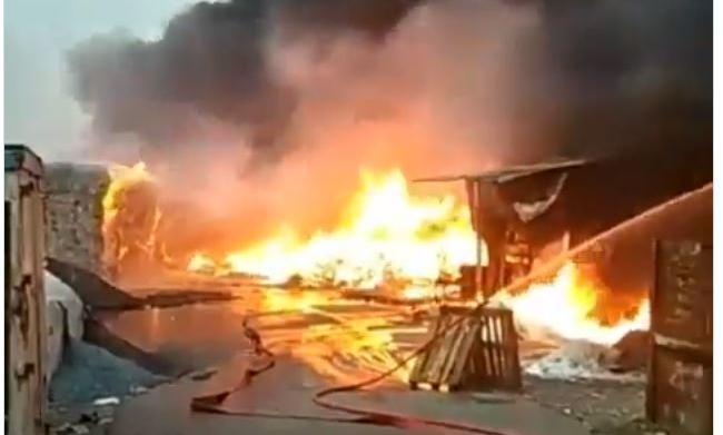 Biella,incendio tossico alla Bergadano di Gaglianico: indagini e rilievi in corso