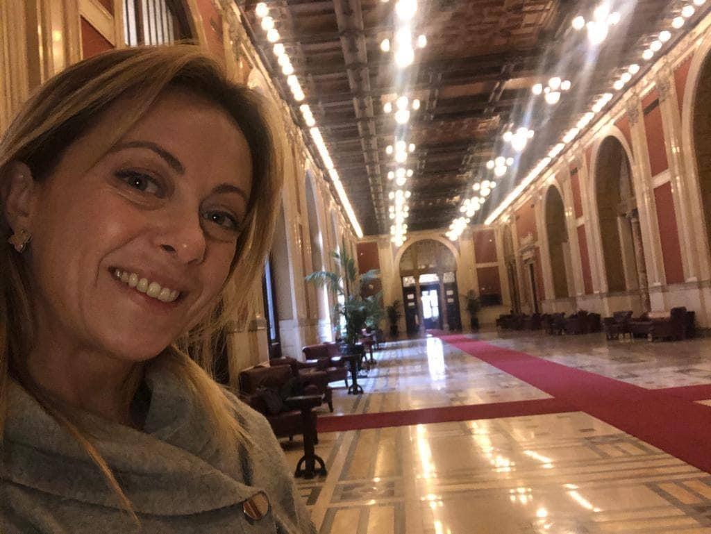 Le assenze di Giorgia Meloni (e quelle dei grillini) in Parlamento e ...