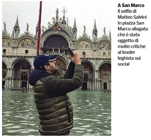 Il selfie di Salvini nella piazza allagata a Venezia - next