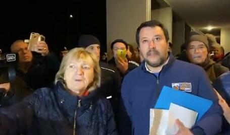 Una falsa aggressione dietro le citofonate di Salvini al Pil