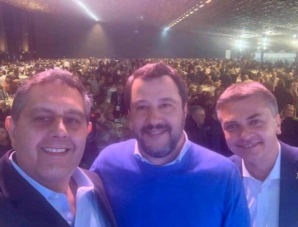 Come Salvini grida all'emergenza coronavirus e poi raduna 15