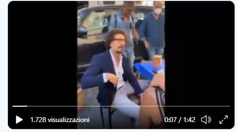 Il video completo di Toninelli contestato