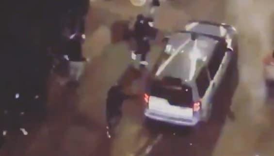napoli video rivolta polizia aggredita